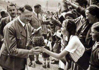 """""""Hitler Dekat Dengan Anak-anak"""""""